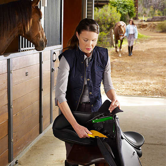 Using the EASY-CHANGE® Gullet System to adjust a saddle's fit